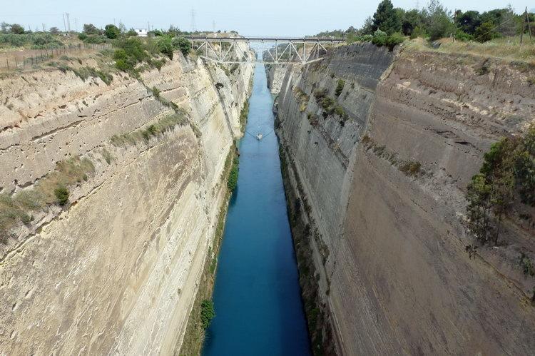Het kanaal van Korinthe zorgde ervoor dat schepen niet om de kaap in ... Gerard